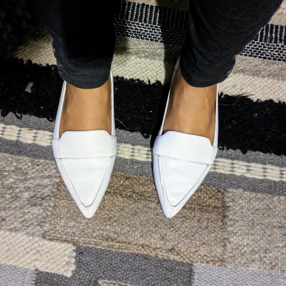 8bae0082cae Vince Camuto White Leather Flats. M 5adc030850687cc1e6fd228e